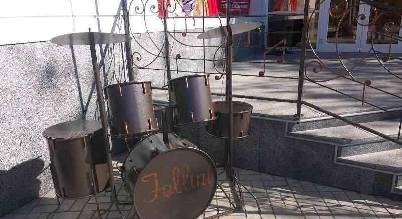 бердянск памятник барабаны